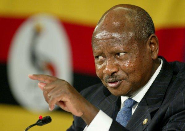Болтовня в соцсетях – это роскошь: Президент Уганды объяснил, почему поддержал налог на интернет-общение